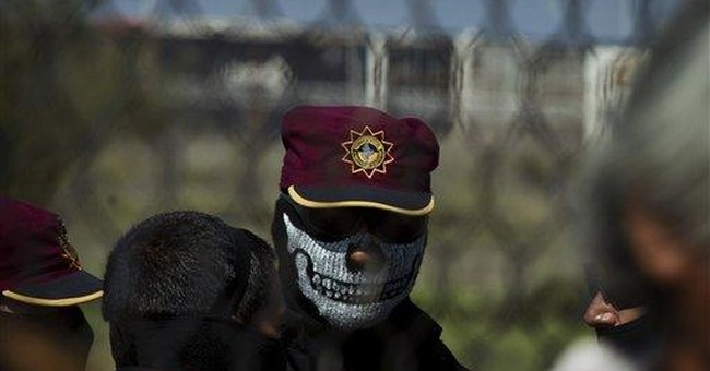 44 killed in Mexico prison riot; guards detained
