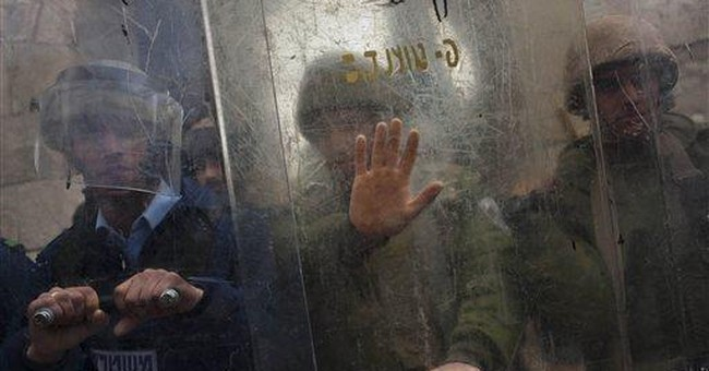 Israel police clash with Palestinians at holy site