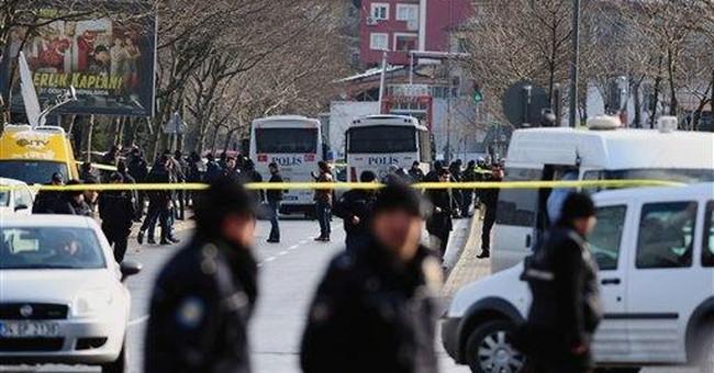 Bombing wounds 15 policemen in Turkey