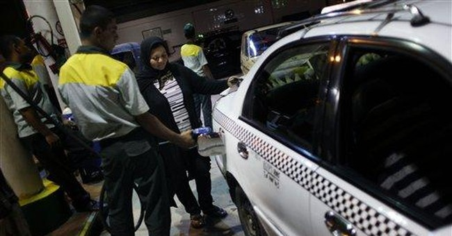 Woman taxi driver breaks barriers in Egypt