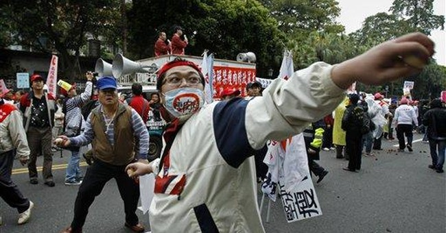 Taiwanese protest US beef import plan