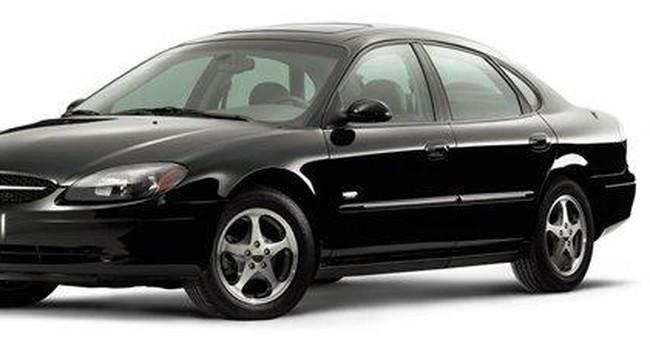 Feds probe sticky throttles in 1.9M Ford sedans