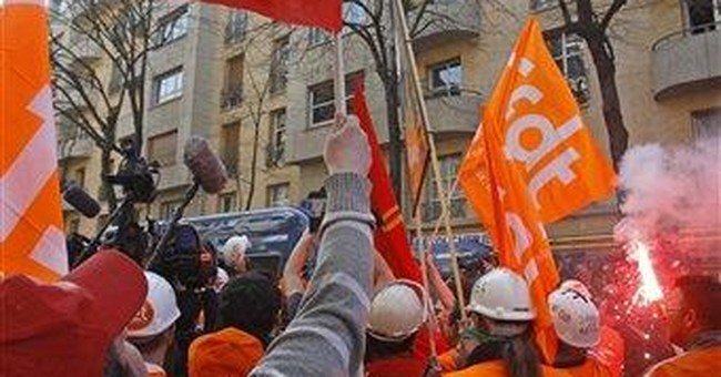 French police use tear gas on steelworkers