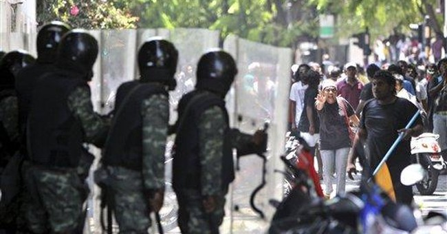 Maldives president opens Parliament amid protests