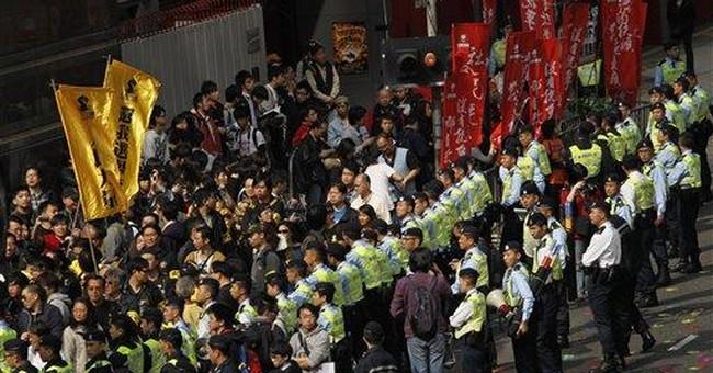 Hong Kong's elite heed Beijing, pick Leung leader