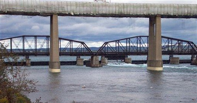 Great Lakes residents clash over water levels