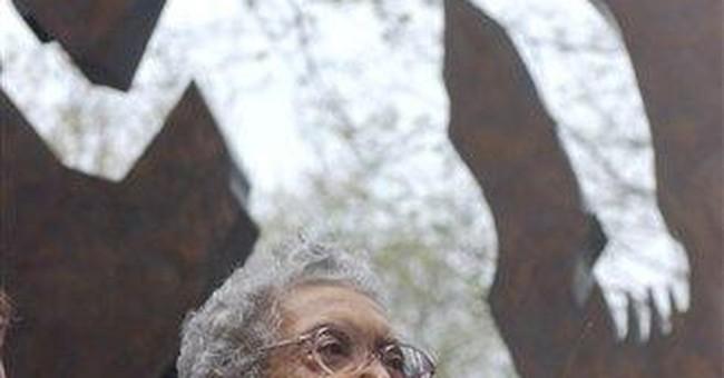 Sculptor Elizabeth Catlett dies in Mexico