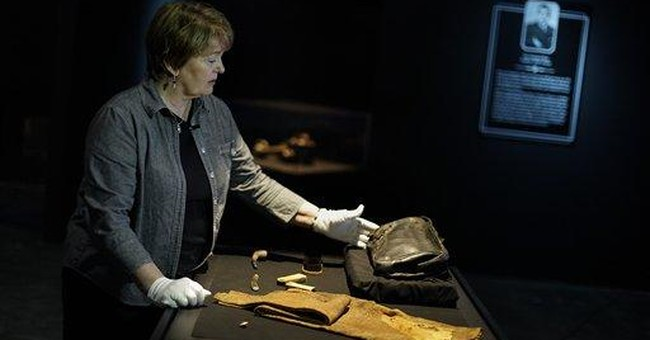 AP Exclusive: Titanic artifacts linked to officer