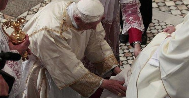 Pope denounces dissident priests on celibacy
