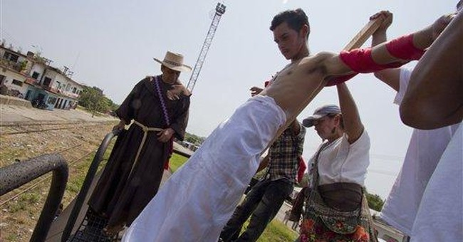 Migrants stage 'crucifixion' procession in Mexico