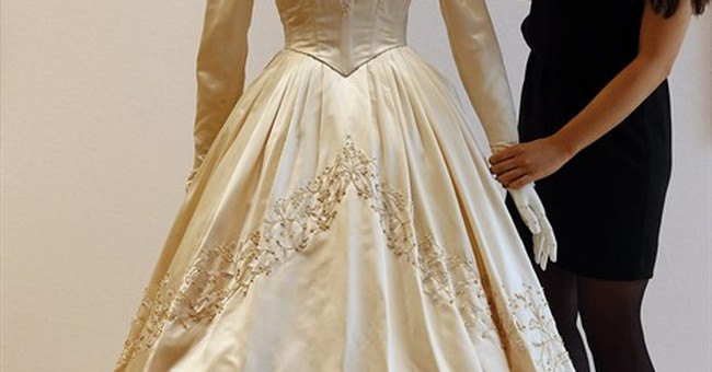 Elizabeth Taylor's first wedding dress up for sale