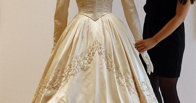 Elizabeth Taylor's first wedding dress up for sale
