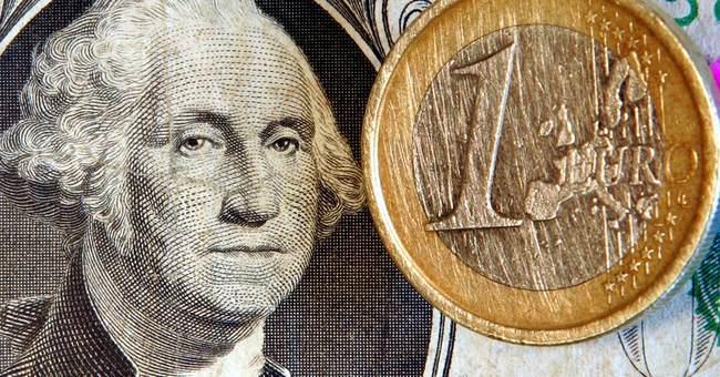 Debt crisis shrinks international use of euro