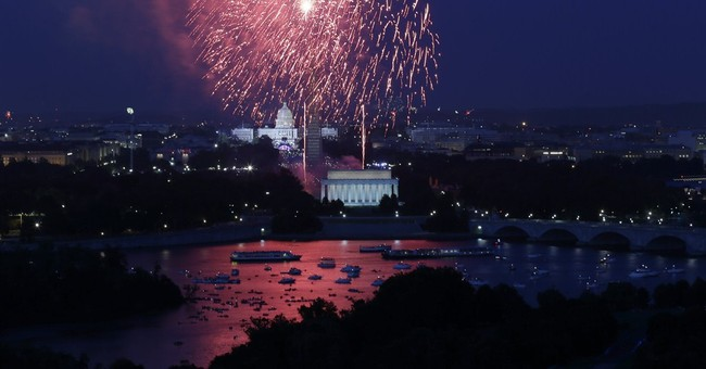 Diamond, Manilow celebrate 'Capitol Fourth' in DC