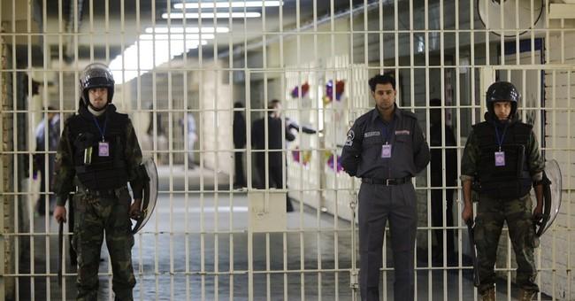 Iraq: Al-Qaida claims prison raids