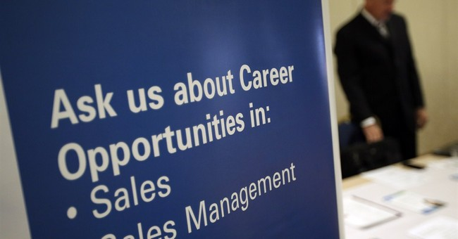 US unemployment claims fall to 326K, 5 ½-year low