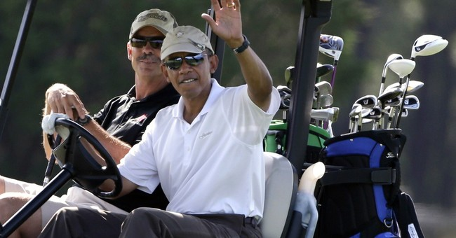 Obama golfs with Larry David on last vacation day