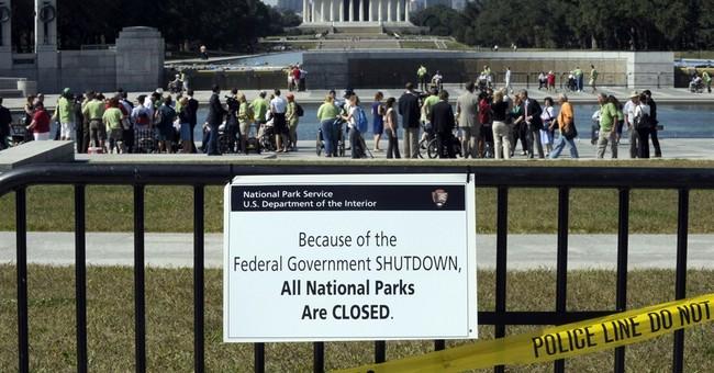 Veterans visit WWII Memorial despite shutdown