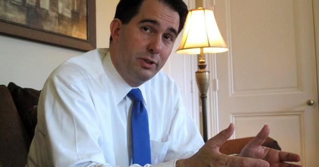 Walker seeks middle path to GOP presidential buzz