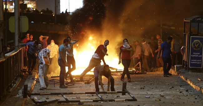 Chaos in Cairo: Hundreds Wounded, Seven Killed in Violent Street Clashes