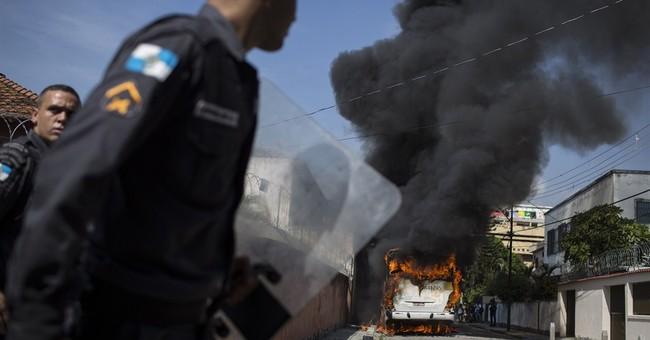 Squatters, Brazil police clash in Rio de Janeiro