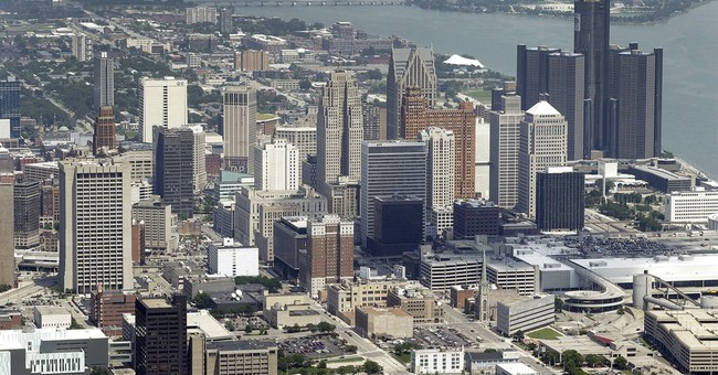 Judge approves Detroit swaps deal with 2 banks