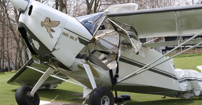 Ohio police: Small plane lands on golf course