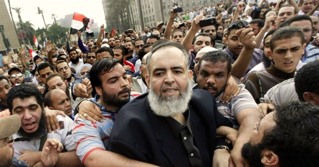 Islamist gets 1 year for contempt of Egypt court