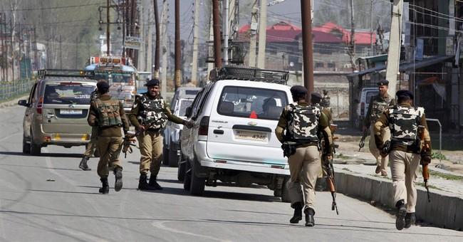 Indian troops kill 2 rebels in Kashmir fighting