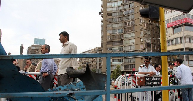Bomb blast wounds 3 in central Cairo