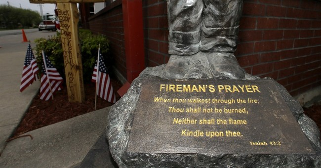 Texas town honors 15 killed in year-ago explosion
