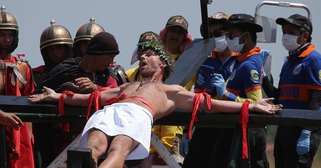 Filipino devotees re-enact crucifixion of Christ