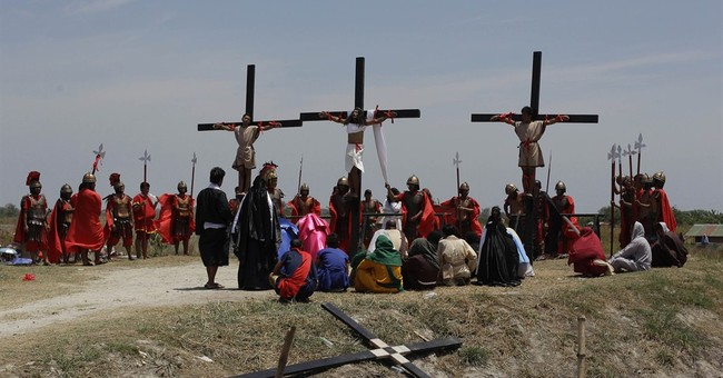 Filipino devotees re-enact crucifixion of Christ