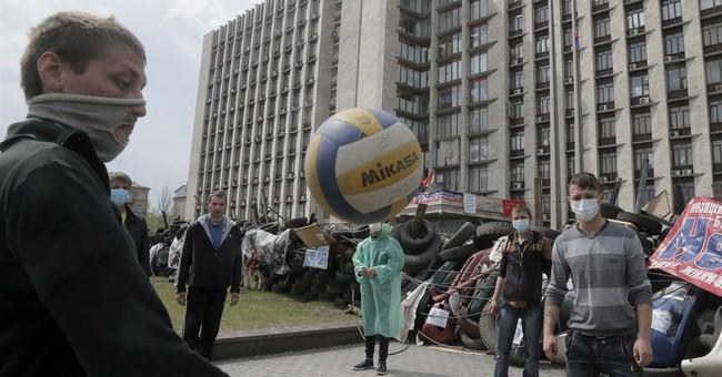 At barricades, Ukraine insurgents await Easter