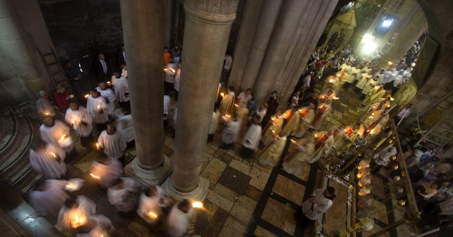 Thousands celebrate Easter in Holy Land