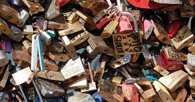 Aesthetics-minded Americans decry Paris love locks