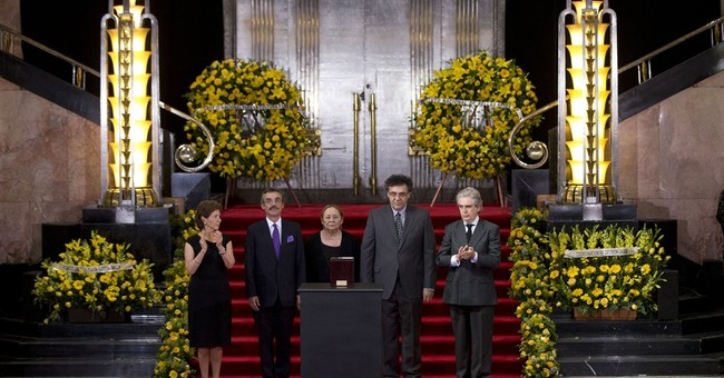 Thousands line up to bid goodbye to Garcia Marquez
