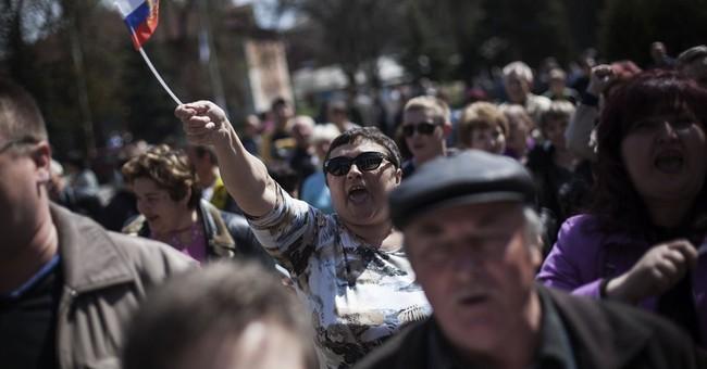 Gunmen detain 3 journalists in eastern Ukraine