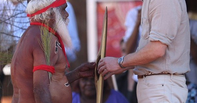 Royals get Aboriginal gifts in Australian Outback
