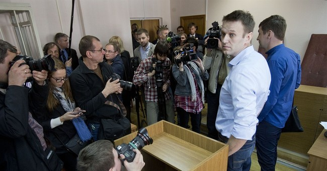 Moscow court extends Navalny's house arrest