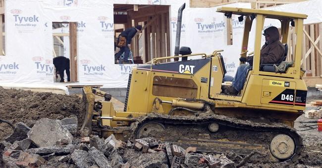 Caterpillar 1Q profit climbs 5 pct, forecast rises