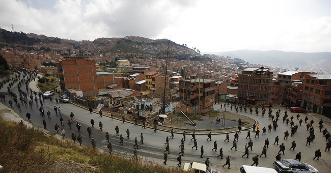 Bolivian soldiers vow to keep protesting
