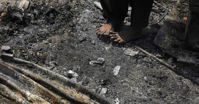 Fire destroys nearly 500 huts in Indian capital