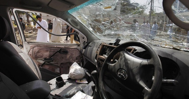 Bomb kills 4, wounds 25 in southern Pakistan