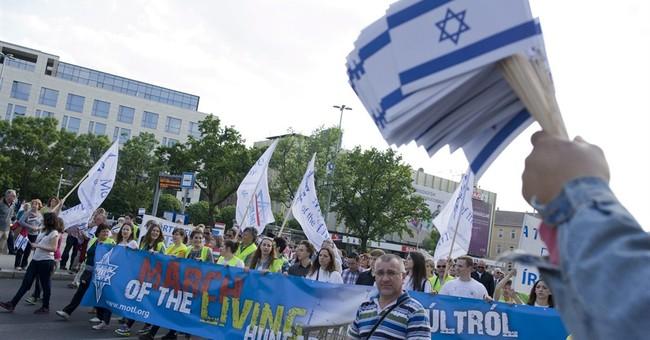 Hungary statue plans scorned at Holocaust memorial