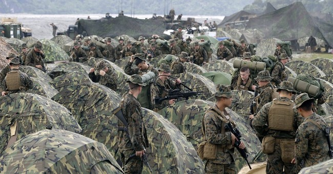 US, Philippines sign deal on military accord