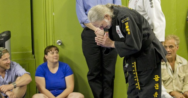 'Master' Willie Nelson gets 5th-degree black belt