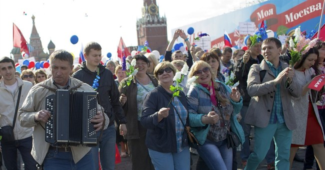 100,000 march as Moscow revives May Day tradition