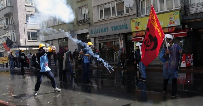May Day clashes break out in Istanbul