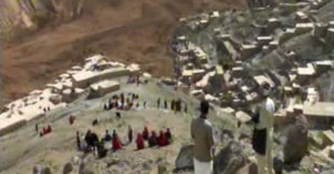 Landslide in Afghanistan kills at least 350